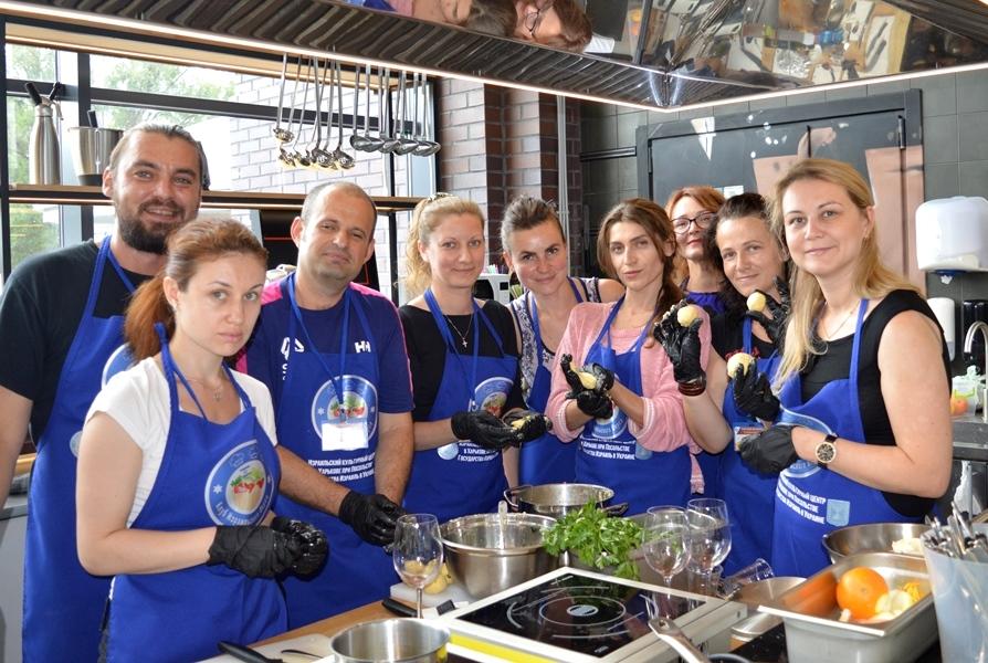 Слаженная команда харьковских кулинаров-любителей. Израильский культурный центр
