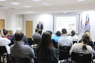 Директор Школы иностранных студентов Еврейского университета Фабио Редак выступает перед слушателями Израильского культурного центра в Киеве