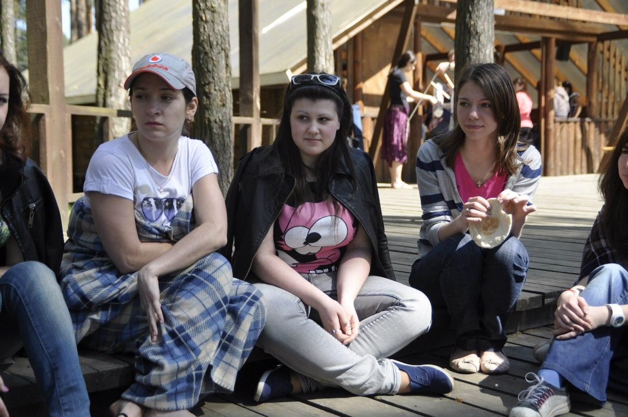 Студенты на пикнике 21 фотография