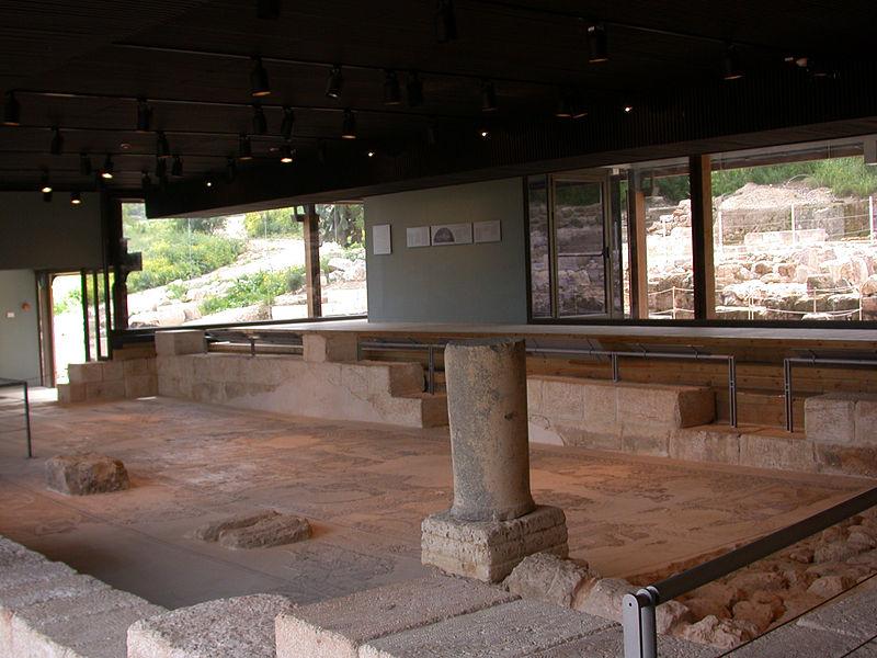 Руины древней синагони в Ципори