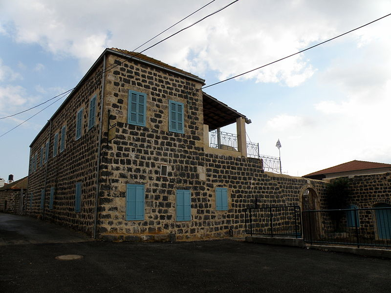 800px-Typical_house_Kfar_Kama_ron_almog