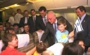 Ицхак Рабин встречает новых репатриантов из бывшего СССР