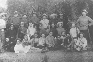 """Фотография членов группы """"ha-Шомер"""" (""""Охранник"""") в Реховоте, 1900 г."""