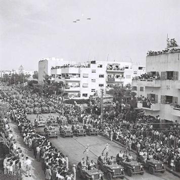 Парад Дня независимости на улицах Тель-Авива. 1952 г. Brauner Teddy
