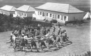 Молодые репатрианты из Германии танцуют хору в кибуце Эйн-Харод, 1936 г.