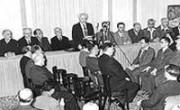 Д. Бен-Гурион зачитываетДекларацию Независимости Израиля, 1948 г.
