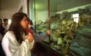 Израильские подростки в музее лагеря смерти Освенцим