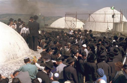 Празднование Лаг ба-Омера – свадебное торжество на горе Мерон,  на могиле Рабби Шимона Бар-Йохая, 5750 год – 1990.  © Фотография: Хайк Юлен, Государственная журналистская канцелярия, Иерусалим.