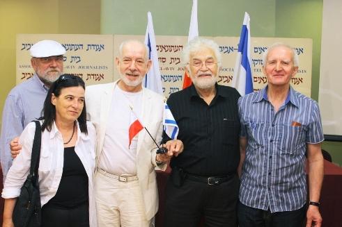 На фото с пресс-конференции (слева направо): М.Хубка, В.Янковяк, Я.Шурмей, Ш.Ацмон-Вирцер и З.Конечний (фотограф - Ицик Биран)