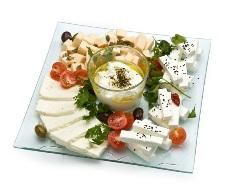Традиционный израильский завтрак (фото: lehamim.com)