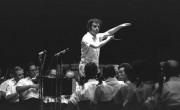 Даниэль Баренбойм дирижирует Израильским филармоническим оркестром, Кейсария.