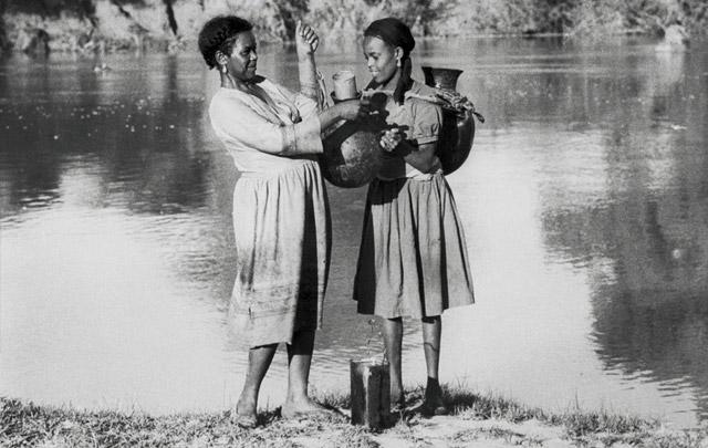 Ethiopia_women-at-river