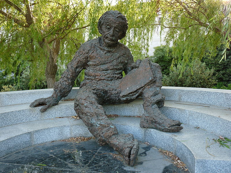 Статуя Эйнштейна в Израильской академии наук