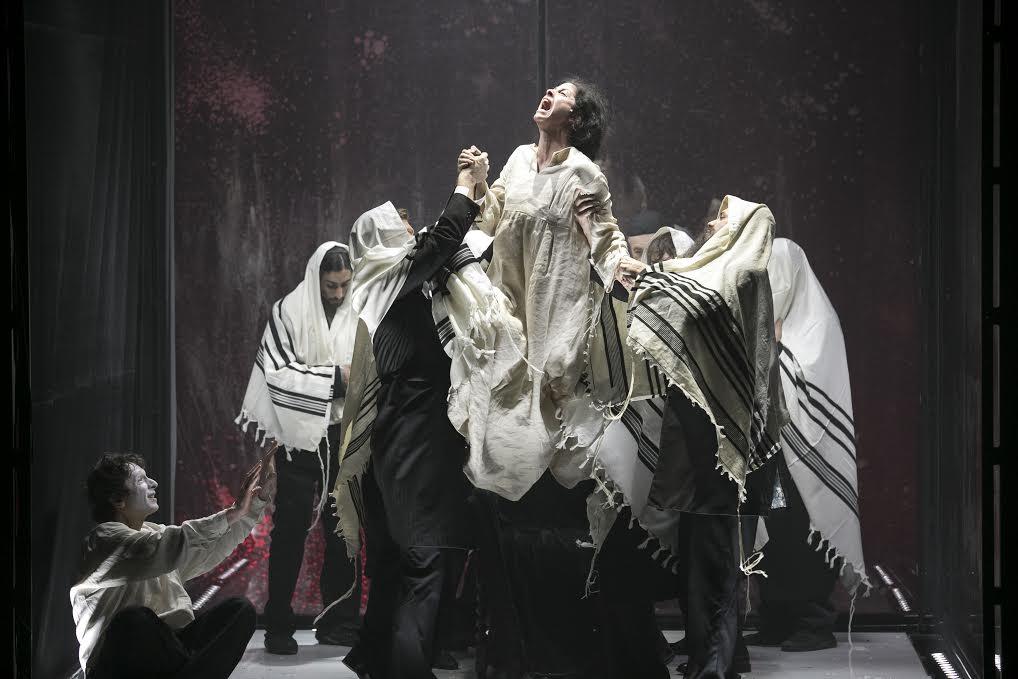 Сцена из спектакля «Диббук»