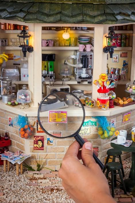 miniature exhibit (mini art)