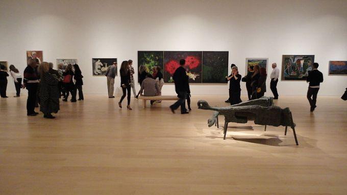 Экспозиция современного искусства. Тель-Авивский музей искусств. Фото:  Yair Talmor, Википедия