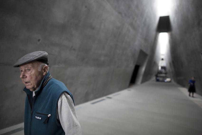 Simcha Rotem former Jewish underground fighter first visit  Yad Vashem Holocaust Memorial museum in Jerusalem