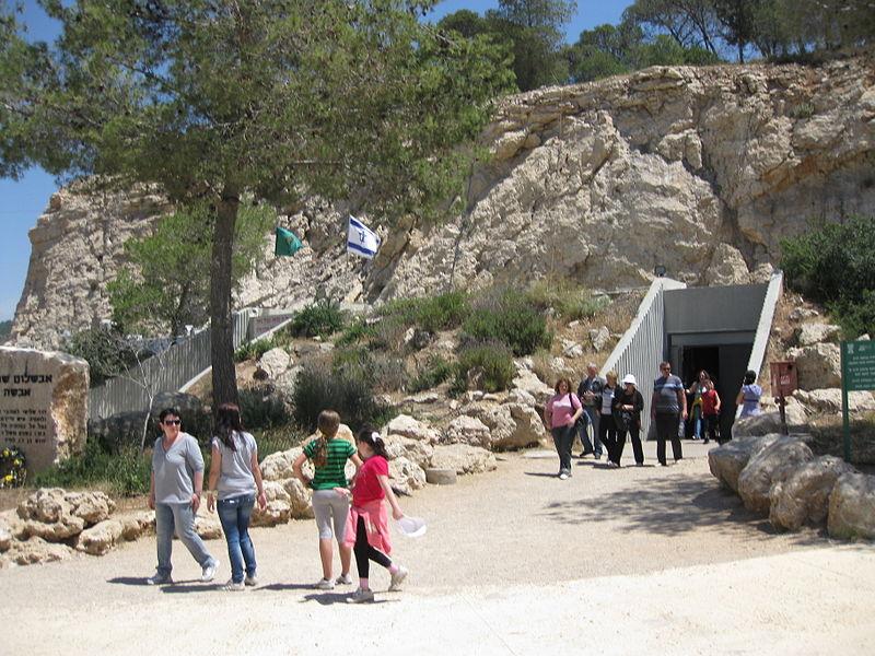Вход в пещеру Авшалом