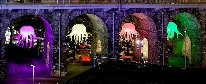 арках притаились медузы,