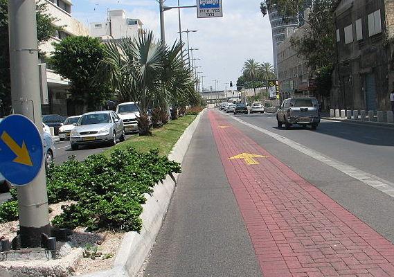 Проспект независимости в Нижнем городе. Линия скоростных автобусов «Метронит»