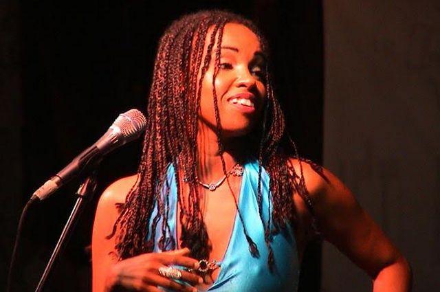 Бразильская певица Элизет