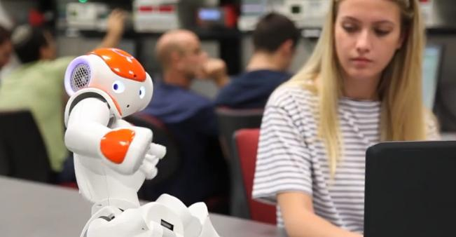 efi-the-robot-at-the-lab