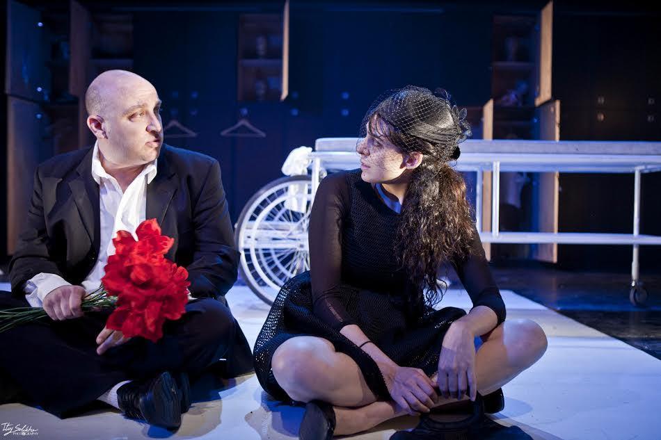 Сцена из спектакля «Царапины». Театр «Гешер»