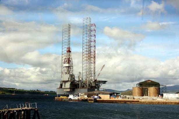 oil-rig-platform_micchael_drummond_publickdomein