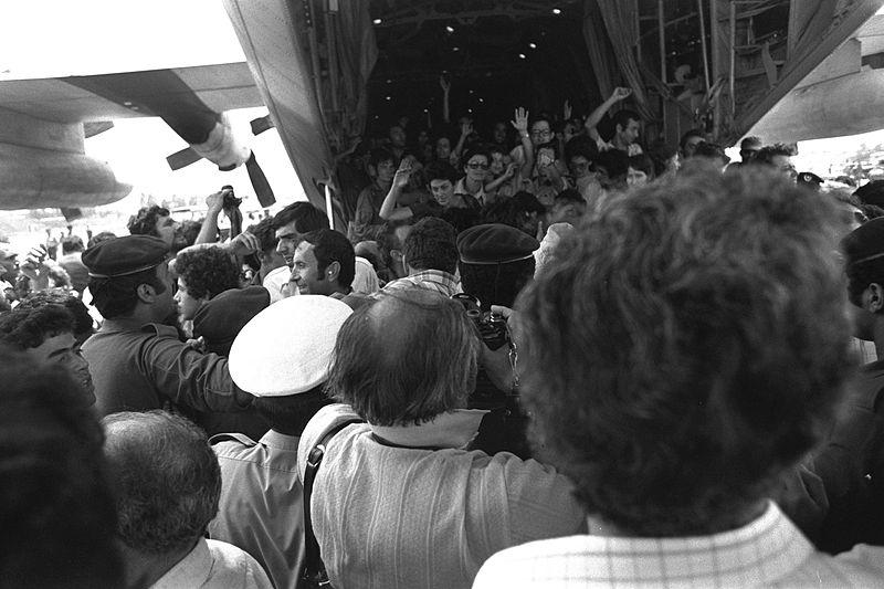 Встреча освобожденных заложников в аэропорту имени Бен-Гуриона