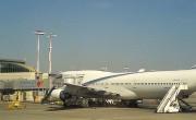 800px-El_Al_Boeing747-400_at_TLV