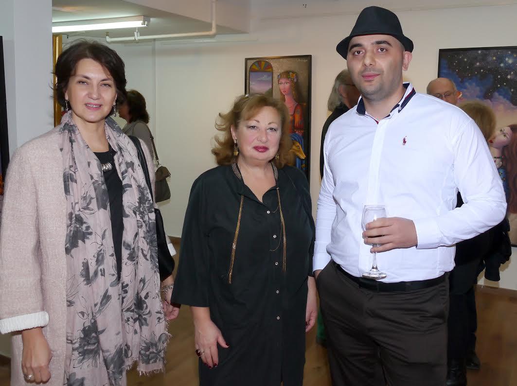 Слева направо: Супруга посла Грузии в Израиле Тамара Каландадзе; советник посольства Грузии в Израиле Манана Думбадзе; художник Зураб Мартиашвили