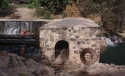 1200px-Gan_ha-Shlosha_reconstructed_gristmill