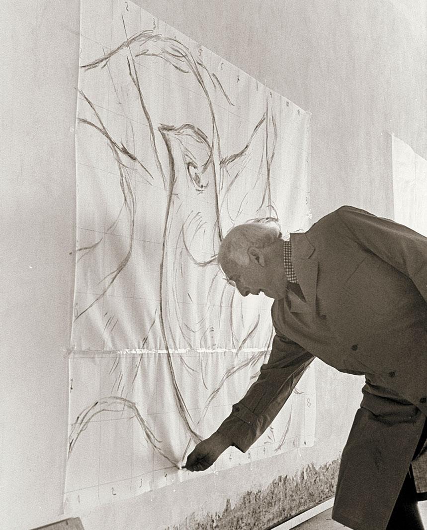 Марк Шагал в ходе работы над гобеленом