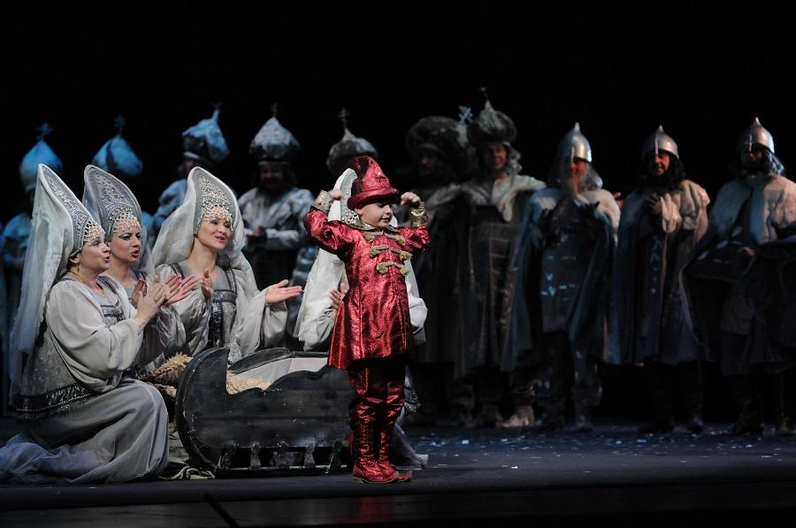 Сцена из спектакля «Сказка о царе Салтане» МАМТ