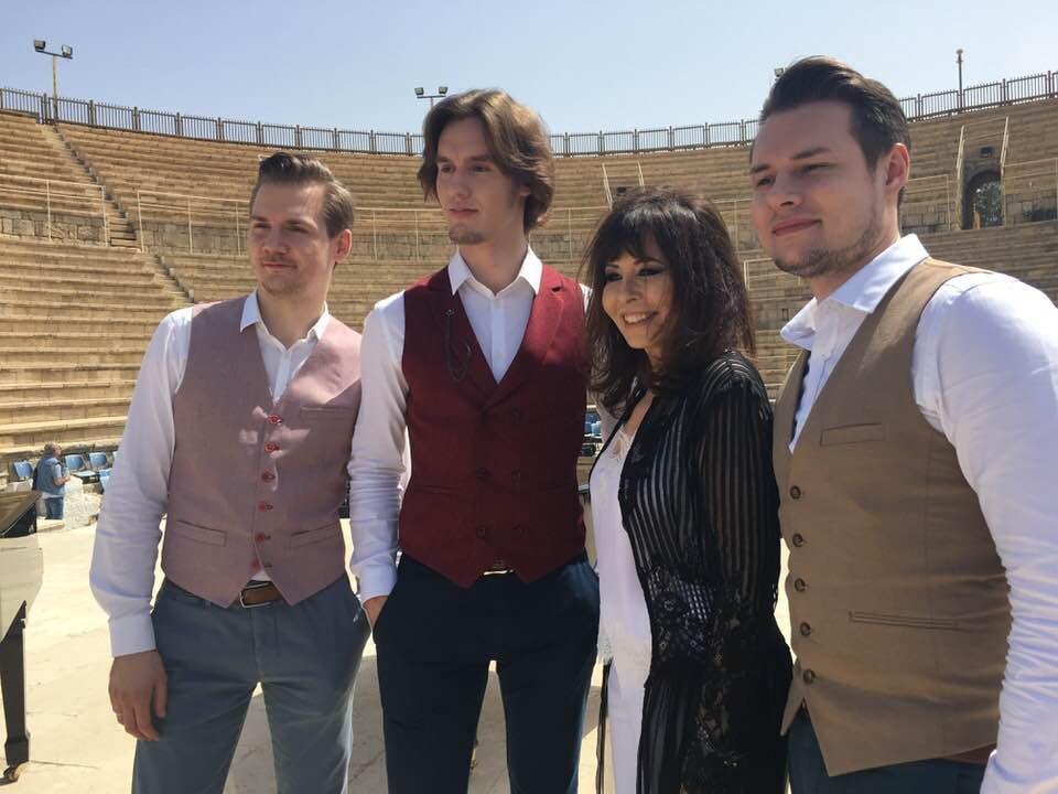 Ярдена Арази и фортепианное трио Bel Suono на съемках совместного клипа в Кейсарии