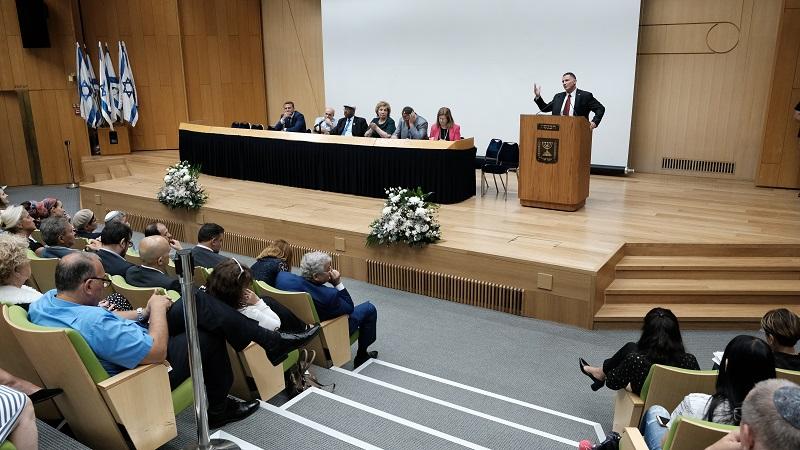 Торжественное заседание в Кнессете - презентация фильма «От рабства к свободе». На трибуне спикер Кнессета Юлий Эдельштейн