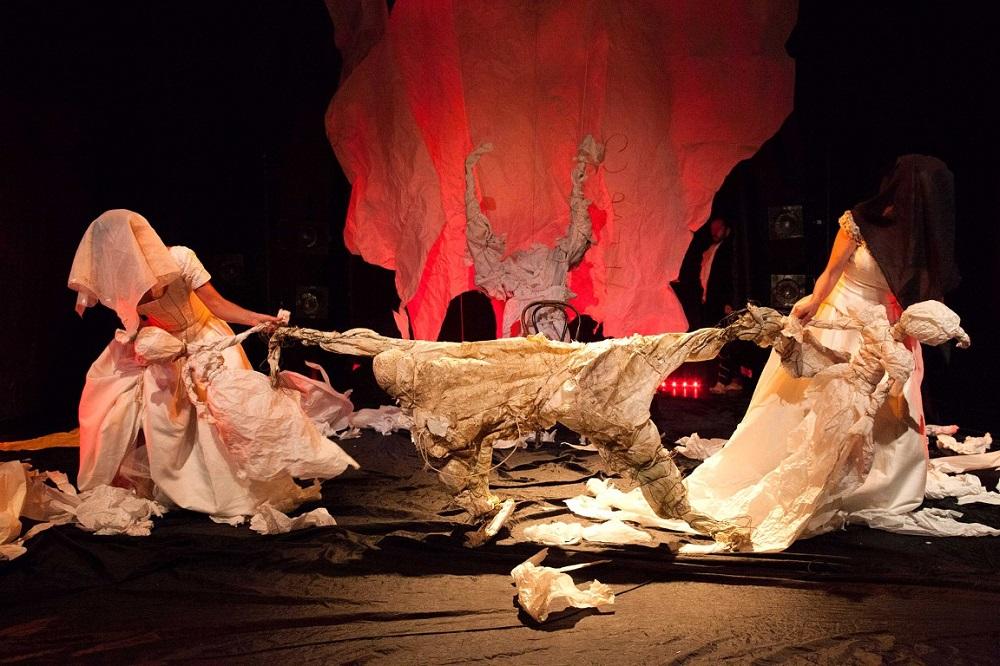 Сцена из спектакля «Лир, люди и куклы»