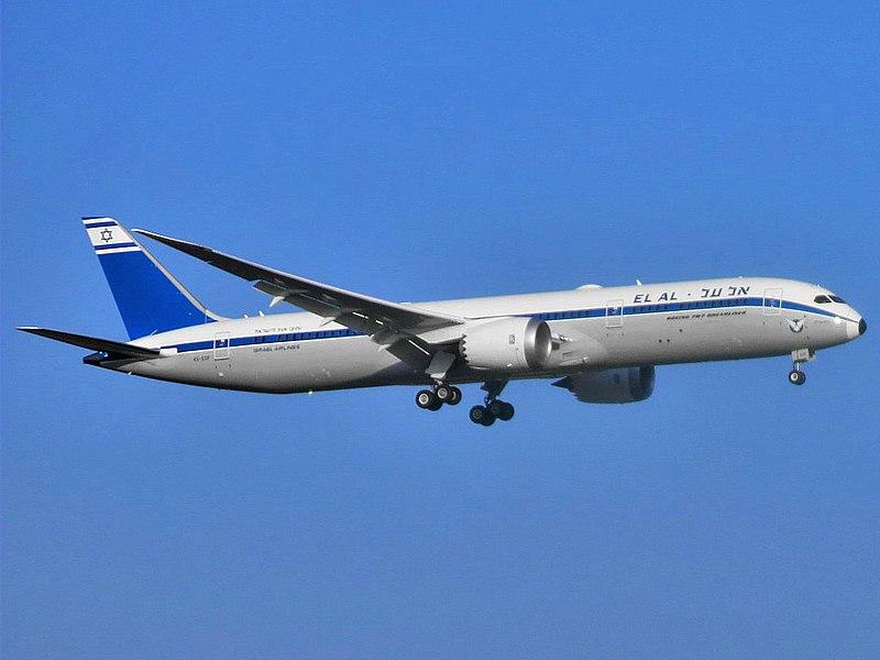800px-El_Al_Israel_Airlines_Boeing_787-9_Dreamliner_Adam Moreira