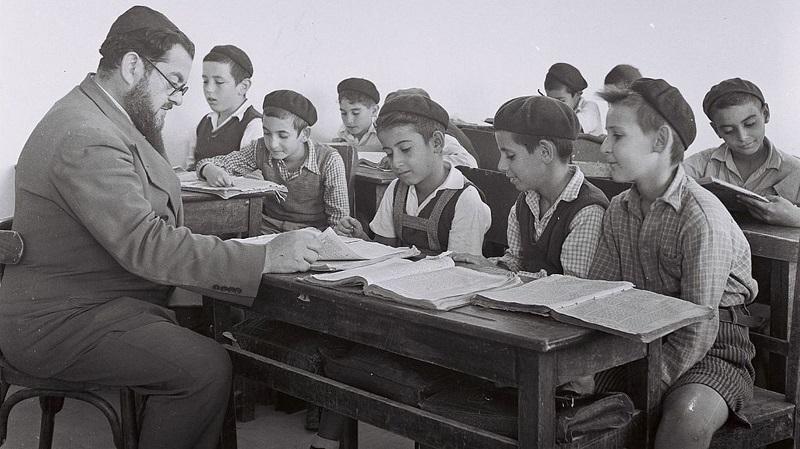 Изучение Торы в Тель-Авиве. 1946. Фото: Золтан Клугер