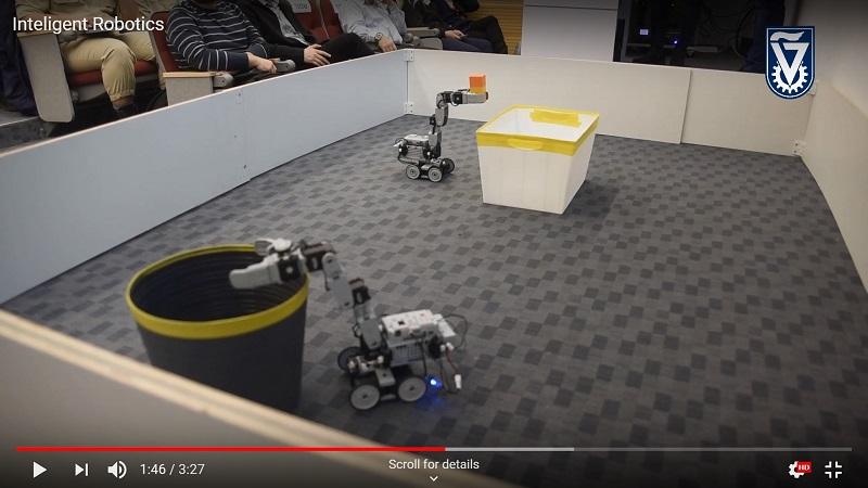 Роботы-погрузчики, получив через IoT данные о контейнерах, загружают в них блоки.